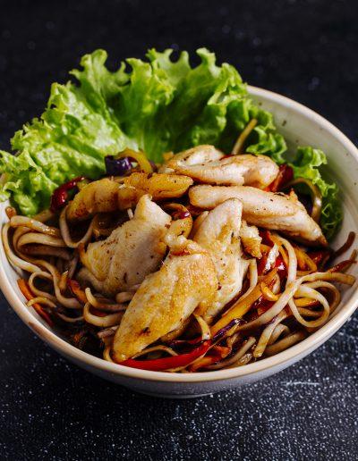Chinesische Nudeln essen in Lohmar Chicken